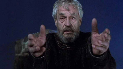 Paul Scofield as the Ghost in Franco Zeffirelli's 1990 motion picture. (Credit: saraschoenherr.files.wordpress.com)